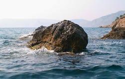 海和岩石在克里米亚 免版税库存图片
