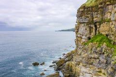海和峭壁的看法在Gijon,阿斯图里亚斯,西班牙 库存图片