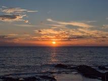 海和日落在潘泰莱里亚海岛,西西里岛,意大利 库存图片