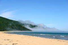 海和沙子美好的风景 免版税库存图片