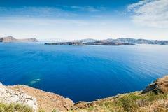 海和海岛的美丽的景色 免版税库存图片