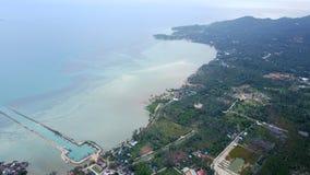 海和海岸的顶视图 免版税库存照片