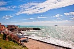 海和海岸线在Piombino,托斯卡纳-意大利 免版税图库摄影