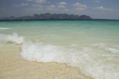 海和海滩, Krabi,泰国 免版税库存图片