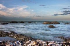海和礁石 免版税库存图片