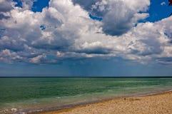 海和蓝天看法  免版税库存照片