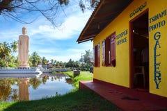 海啸博物馆寺庙办公室 著名海啸纪念雕象,位于Peraliya村庄,在Hikkaduwa旁边,斯里兰卡 免版税库存图片