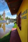 海啸博物馆寺庙办公室 著名海啸纪念雕象,位于Peraliya村庄,在Hikkaduwa旁边,斯里兰卡 库存图片