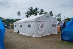 海啸的帕卢中国卫生部捐赠的大帐篷印度尼西亚 库存照片