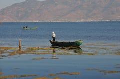 洱海在云南,中国渔船人 免版税库存照片