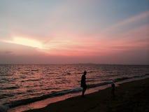 海在夜前 免版税库存图片