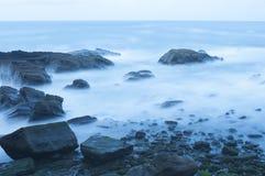 海在晚上 免版税库存照片