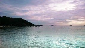 海在晚上 库存照片