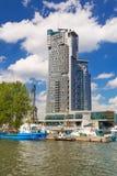 海在格丁尼亚,波兰耸立摩天大楼 免版税图库摄影