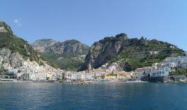 海在阿马尔菲海岸-那不勒斯,意大利 免版税库存照片