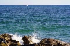 海天线在一个晴朗的夏日 图库摄影