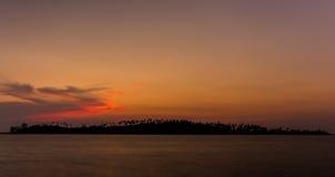 海岛剪影日落名字Kood传统的省泰国 库存图片