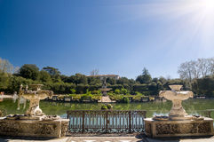 海岛喷泉的晴朗的看法, Boboli庭院,佛罗伦萨 库存照片