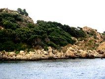 海岛在海运 免版税图库摄影