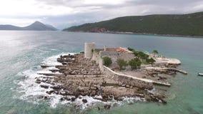 海岛在Mamula附近海岛的Otocic Gospa  在Lustica, Monte