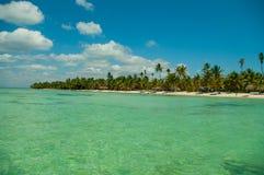 海岛富饶的海滩 图库摄影