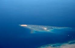 海岛平面红海视图 免版税库存图片