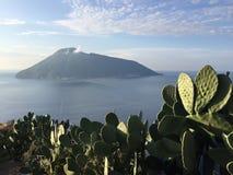 海岛意大利stromboli火山 库存照片