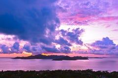海岛日落的普拉兰岛塞舌尔群岛 免版税图库摄影