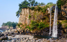 海岛济州jeongbang瀑布 免版税库存照片