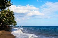 海岛海岸线 云彩 库存图片
