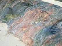 海岛爱奥那岛,苏格兰,英国的多色的岩石 免版税图库摄影