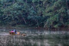 海岛用筏子运送河泰国的普吉岛 免版税图库摄影