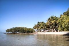 海岛的海岸在Tofo附近的 免版税图库摄影