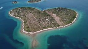 海岛的鸟瞰图以心脏的形式,克罗地亚,恋人海岛, Otok Galesnnjak,小岛,岩石 并且叫的otok za Za 影视素材