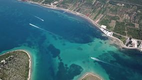海岛的鸟瞰图克罗地亚的海岸的 并且更小的海岛, Otok Galesnnjak 并且叫的otok za Zaljubljene,海岛 影视素材