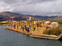 海岛秘鲁uros 免版税图库摄影