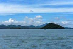 海岛视图在安达曼海,董里府,泰国 免版税库存图片