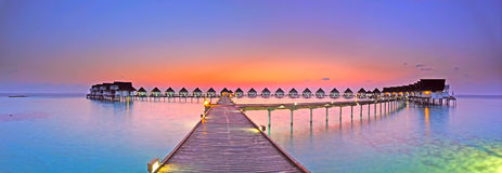 海岛马尔代夫全景日落 免版税库存照片