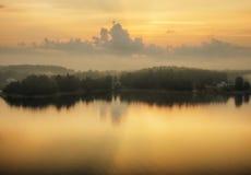 海岛 有雾的早晨 免版税库存图片