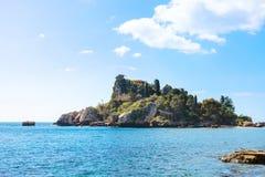 海岛Isola Bella在陶尔米纳附近的爱奥尼亚海 免版税库存图片