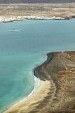 海岛La Graciosa的看法与镇Caleta de Sebo的 免版税库存照片