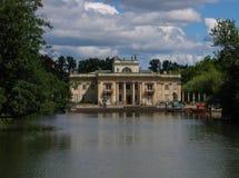 海岛lazienki宫殿波兰华沙 库存照片