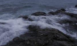 海岩石和水 图库摄影
