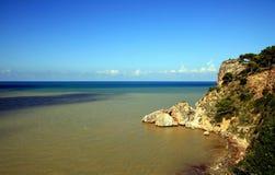 海岸上色海运西西里岛天空夏天 免版税库存图片