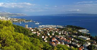 海岸克罗地亚小山圣母玛丽亚的已分解 图库摄影