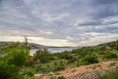 海岸克罗地亚岩石海岛的rab 免版税图库摄影