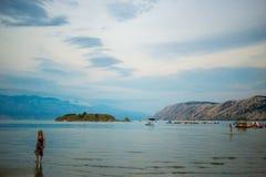 海岸克罗地亚岩石海岛的rab 库存图片