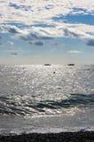 海岸克里米亚太阳路径的海运 免版税库存图片