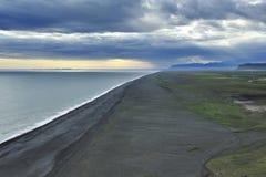 海岸冰岛南日落 免版税库存照片