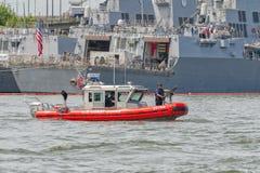 海岸卫队可移动的港口安全小船 免版税库存照片